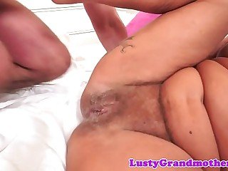 Tattooed full-grown gets fucked insusceptible to burnish apply bed