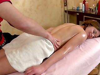 massage porn xxx <span class=